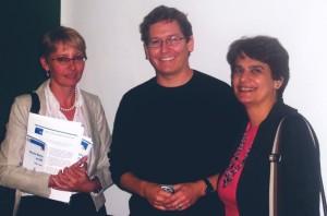 Encontro com o Vice-Presidente da Science Commons – (Da esquerda para a direita) a bibliotecária Elisabeth Dudziak (DT-SIBiUSP), o professor John Wilbanks (SC) e a ditetora da Divisão de Gestão de Projetos, Eidi Raquel Abdalla (DT-SIBiUSP)